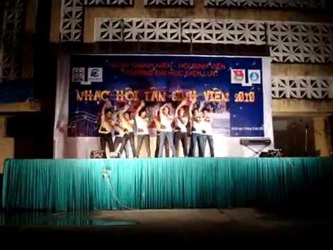 Nhảy té nước ( Chào Tân SV 2010 ).avi
