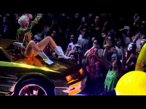 Miley Cyrus - Bangerz tour - uncensored