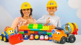 Видео про Машинки и Грузовички для детей. Строим ГАРАЖ. Рабочие Машинки и Строитель Даник с мамой