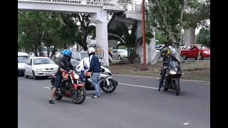 Disparan para robarle la moto en Periférico