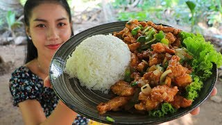Yummy cooking rice fried with crispy chicken recipe - Natural life tv cooking
