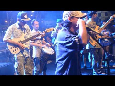Live Debu Jalanan Reggae - Damai Di Surga @MonKaSel Surabaya