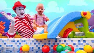 Детское видео с куклами - Водная горка для БЕБИ БОН! – Весёлые игры для детей  с Baby Born.