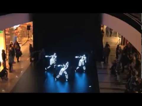 ТАНЦЫ в светящихся костюмах