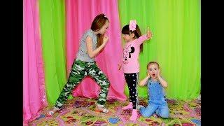 МАЛЯВКИ ИСПОРТИЛИ МОИ ВЕЩИ . Дети играют весь день . Kids Diana Maria
