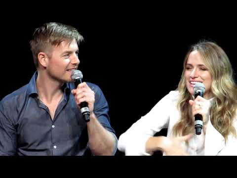 Panel Rick Cosnett & Shantel Van Santen (The Flash) At ArcCon