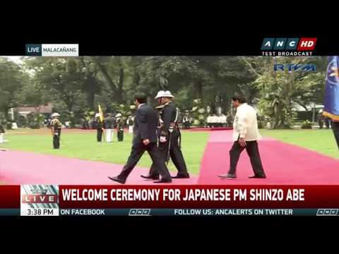 Duterte welcomes Japan's Abe in Malacañang