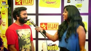 MIRCHI MUSIC AWARDS SOUTH 2014 – SANTOSH NARAYANAN ON THE RED CARPET OF MIRCHI MUSIC AWARDS 2014 Vijay tv 06-09-2015