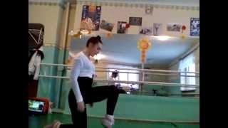 Даяна Ерёмина. Как научиться делать колесо на локтях:)