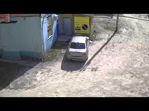 Падение доски к крыши на BMW 530i. Апшеронск. Безопасный город
