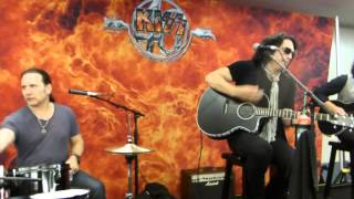 KISS - Love Her All I Can - Acoustic Session - Bridgestone Arena - Nashville, TN - 7/16/14