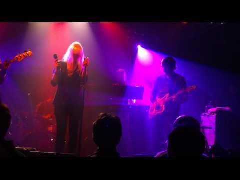 The Concretes 'Sing For Me' - Live @ Le Point Ephémère (06-12-2010)