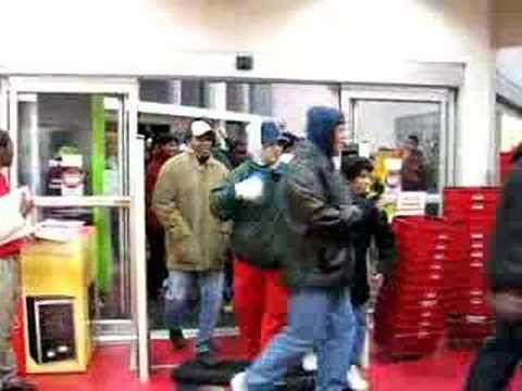 Circuit City #3157 - Black Friday Door Open