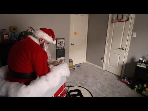 Santa Claus Surprise for the KIDS! Christmas Family Fun!