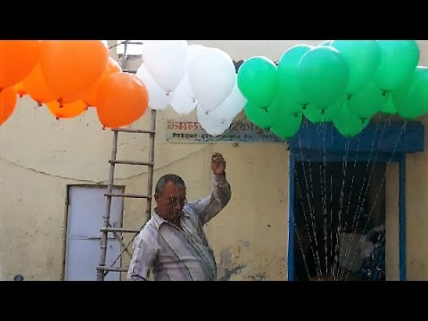 Indian Street Balloon Seller Showing - How To Make Hydrogen Gas Balloon At Home