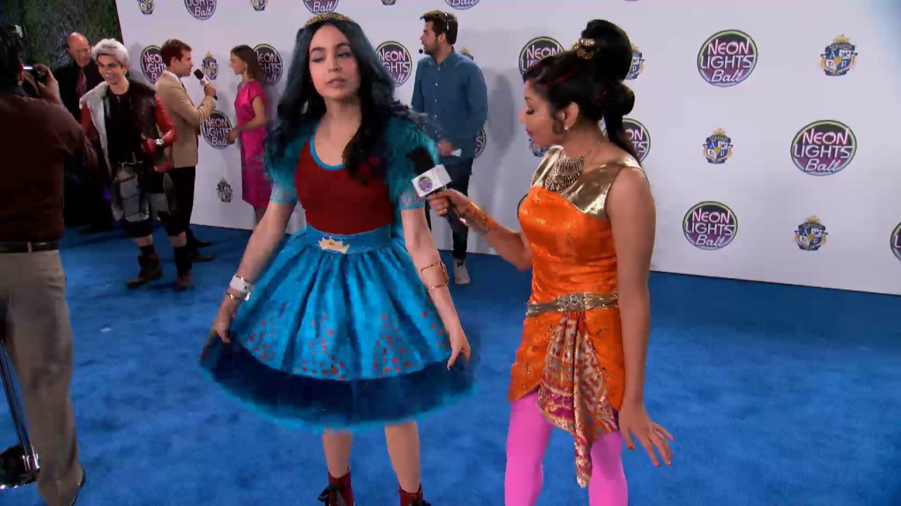 Descendants Neon Lights Ball Evie Disney Channel Be