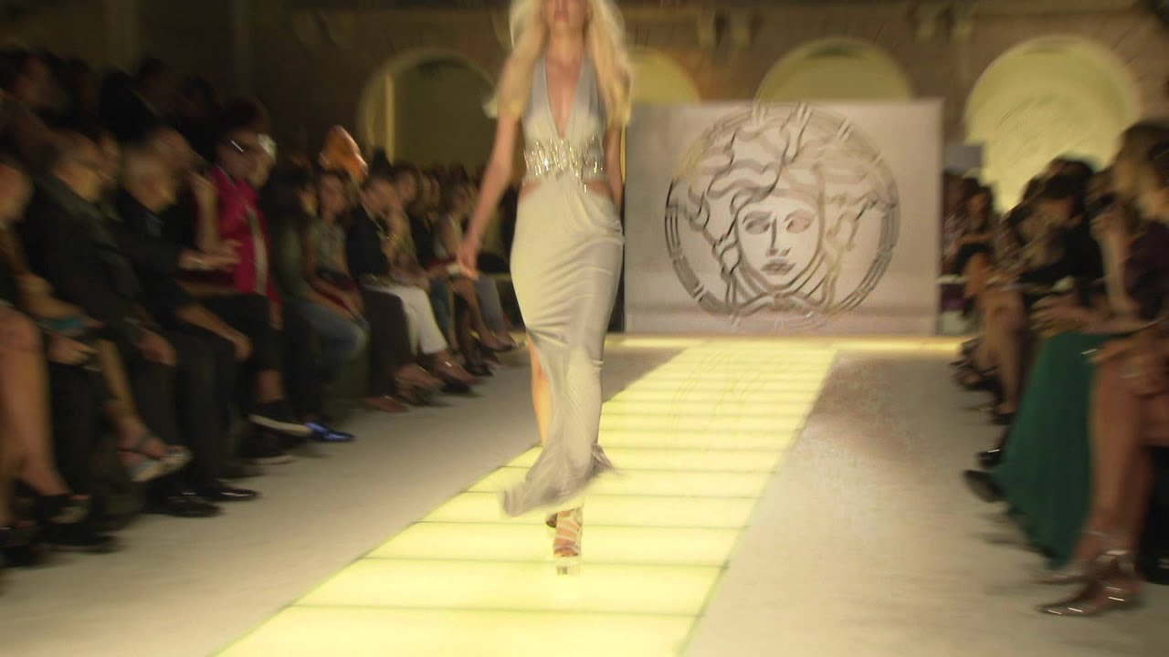 Lindsey Wixson FALLS Versace.mov