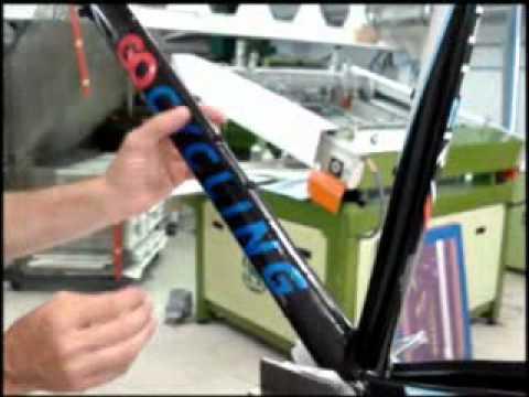 Aplicacion Calcas Al Agua Sobre Cuadros De Bicicleta Youtube