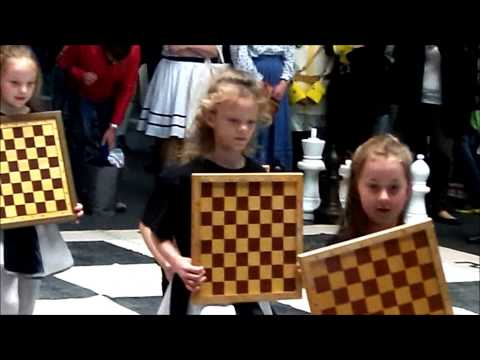 YTO 53 - Medieval Chess Show in train station