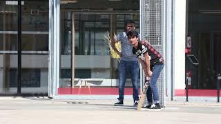 Entrainement de cricket sur la place du Champ de Mars