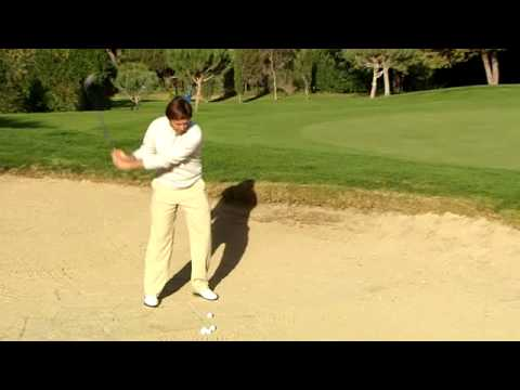 golf spielen der bunkerschlag youtube. Black Bedroom Furniture Sets. Home Design Ideas