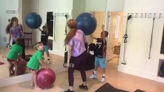 Shakira muestra en divertido video cómo sus hijos interrumpen su entrenamiento