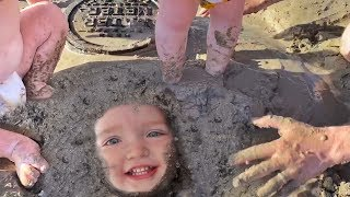 NiKO Buried in MUD!! Muddy Beach Day family routine, Kite Flying reviews, Adley trapped in sand mud!