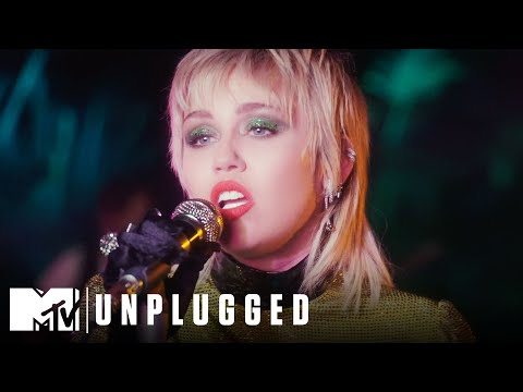 """Miley Cyrus & The Social Distancers Perform """"Midnight Sky"""" 