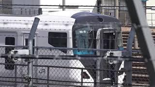 E257系2000番台NA-10編成、改造中のE257系2000番台NA-11編成と2編成の「踊り子」仕様車両が居る、長野総合車両センター。
