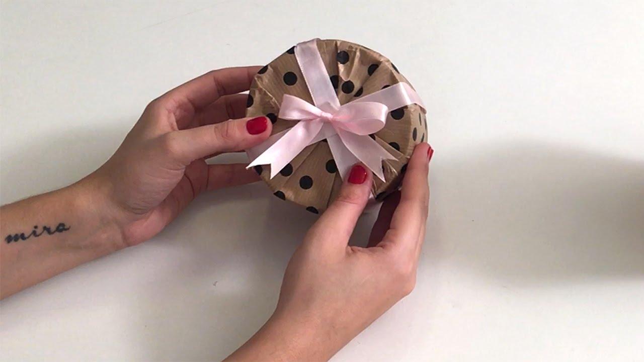 Comment emballer un cadeau rond elle d co youtube - Comment emballer un cadeau rond ...