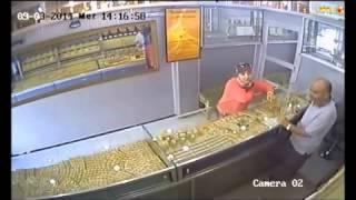..شاهدوا الفيديو   بائع مجوهرات بالناظور يقع فريسة عملية سرقة إحترافية بطلتها شابة عشرينية