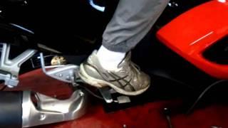 commande de gaz  au pied ( pour spyder RS)mp4