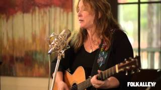 Watch Gretchen Peters When All You Got Is A Hammer video