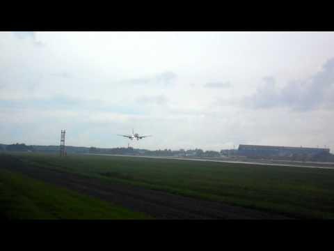 Ryanair Boeing 738 Landing In Rainy Weather at Tallinn Airport