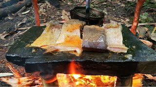 2 DAYS SOLO BUSHĊRAFT - CAMPING - BUILD SHELTER and Cooking on stone