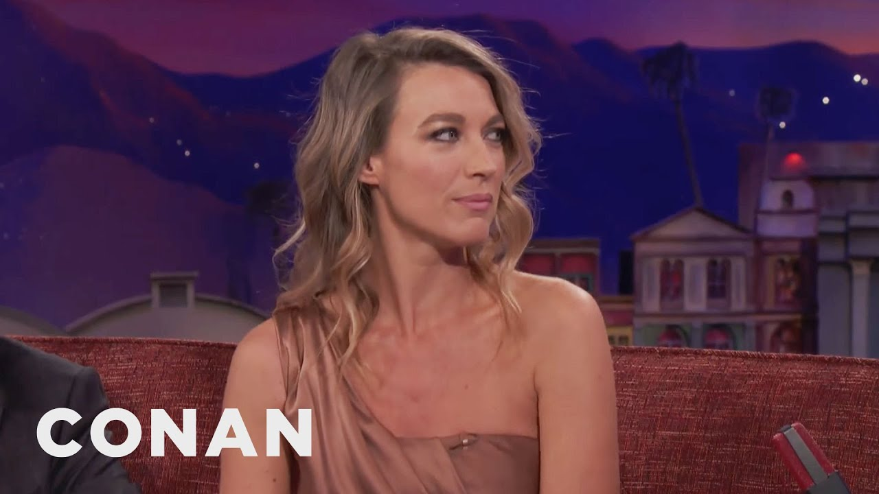 """Download How Natalie Zea Stayed Warm On """"The Detour"""" Set 