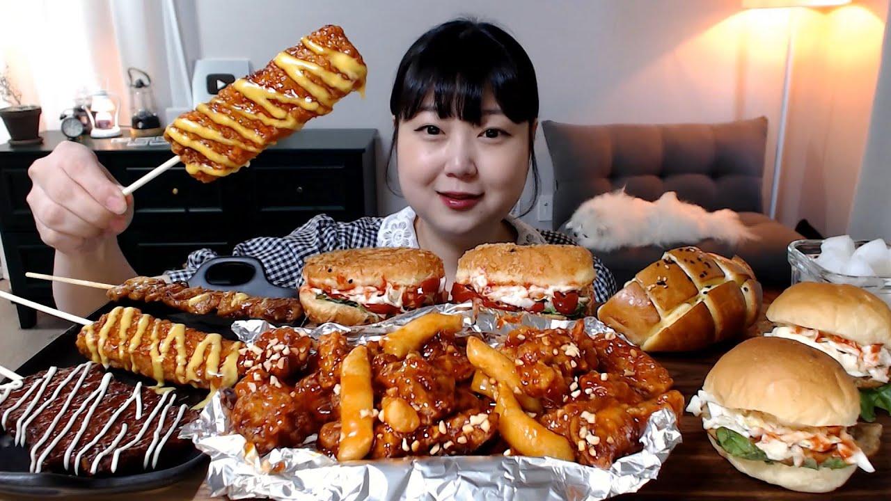 먹고 싶은거 잔뜩! 닭강정 양배추샐러드빵 햄버거 치킨바꼬치 닭꼬치 피카츄 크림치즈빵 먹방 Spicy chicken street food Mukbang Eatingsound