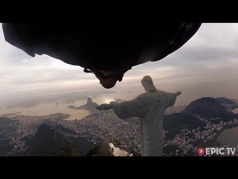 Wingsuit. Um voo impressionante sob o braço do Cristo Redentor - Rio de Janeiro