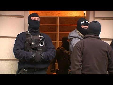 شاهد: الشرطة الألمانية تداهم مسجدا للاشتباه في تمويل مقاتل في سوريا…  - نشر قبل 4 ساعة