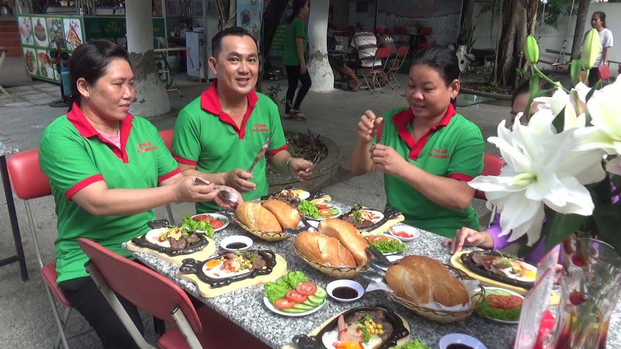 Bếp Trưởng Nhà Hàng Champagne Làm Món Bò Bít Tết Ăn Sáng Để Chuẩn Bị Tiệc Cưới 18 Bàn