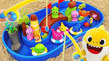 아기상어와 핑크퐁의 신나는 워터파크 낚시 놀이&모래놀이   핑키팝토이