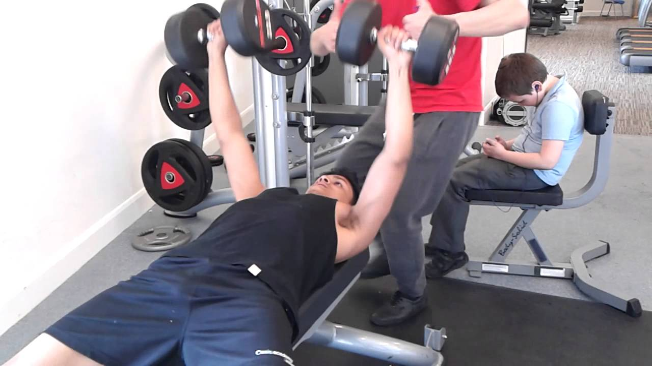 Dumbbell bench press bad form - YouTube
