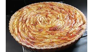 Apple tart with almond creamTarte aux pommes a la creme d&#39amande