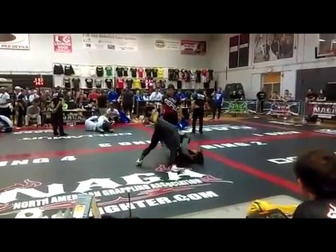 Hector Lombard - Grappling finish!