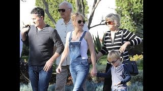 Anna Faris enjoys a party with her family and boyfriend