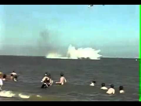 Авария в небе, самолет свалился в воду, а пилот катапультировался
