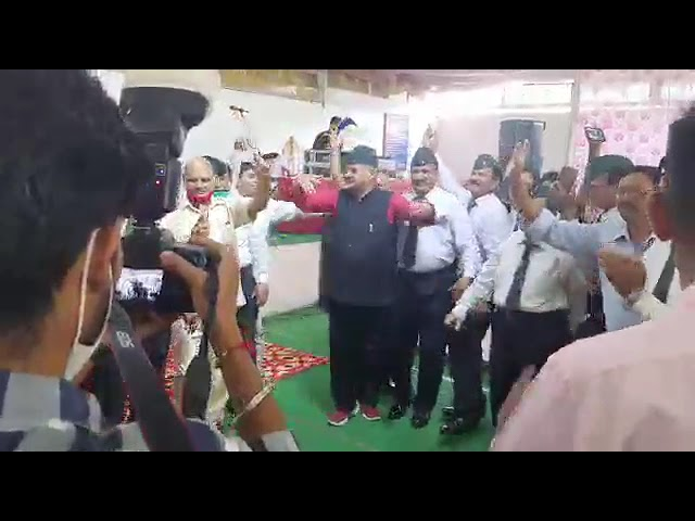 सैनिक कल्याण मंत्री गणेश जोशी ने जमकर लगाए  ठुमके।