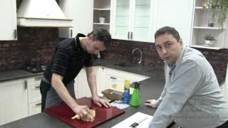 Jak opravit poškrábání vysokého lesku u nábytkových dvířek