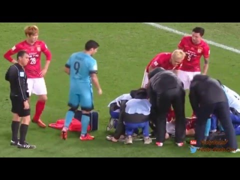 Zheng Zou broke his leg in a duel with Dani Alves   Barcelona vs Guanzhou