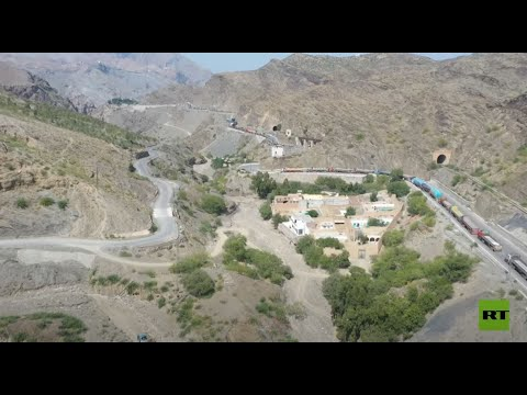 طوابير شاحنات تمتد لعدة كيلومترات عالقة على الحدود بين باكستان وأفغانستان منذ شهر  - نشر قبل 2 ساعة
